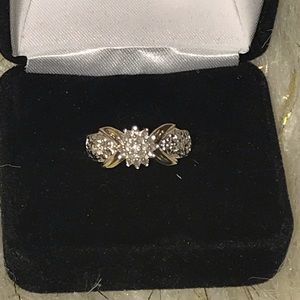 10k Solid Gold Cluster Round Diamond Ring
